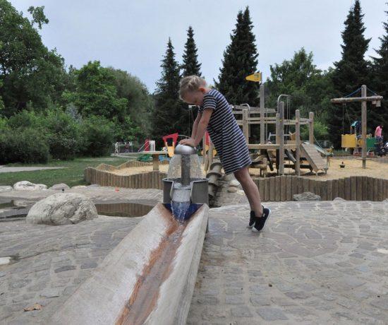 """Gastbeitrag am Blog """"die kleine Botin"""" von Daniela, zum Thema Sommer am Spielplatz - wir zeigen euch den Spielplatz im Europapark Klagenfurt"""