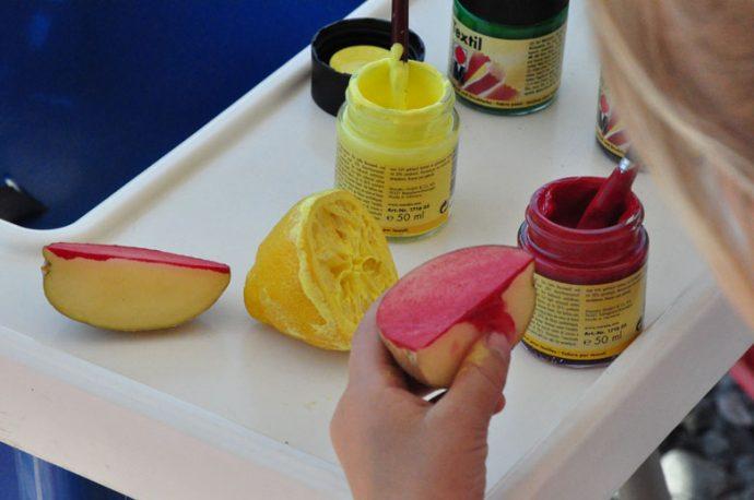 Kartoffeldruck und Zitronendruck DIY Tischdecke - ich stemple mir meine Sommertischdecke