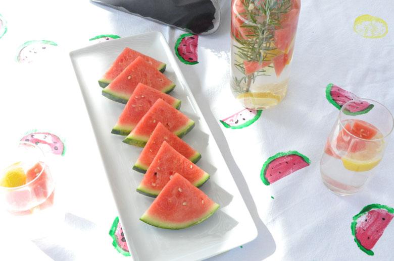 DIY sommerliche Wassermelonen und Zitronen Tischdecke mit Kartoffeldruck