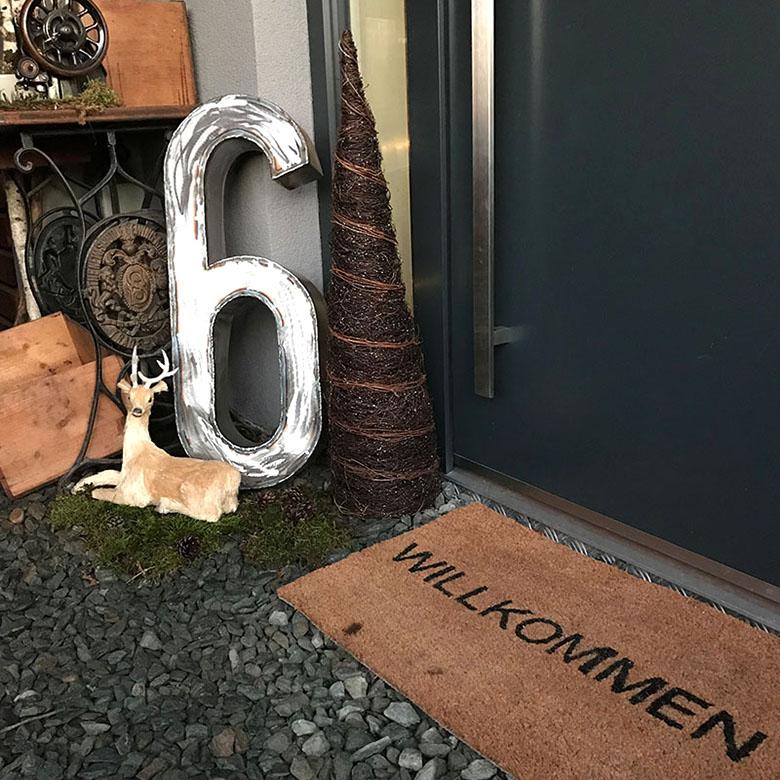 Willkommen im Hausnummersechs - weihnachtliche Dekoration im Eingang