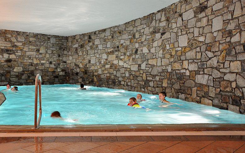 Hallenbad im Berghotel Rudolfshütte in der Gletscherwelt Weisssee Uttendorf in Mitten der hohen Tauern