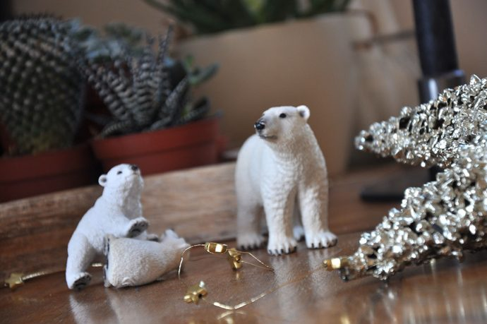 Eisbärenfamilie beim Spielen