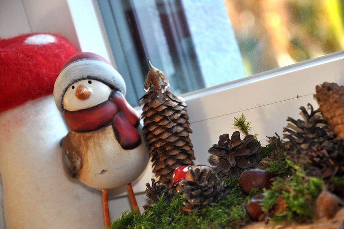 Walddetail - Waldtiere und Waldmaterial als Weihnachtsdekoration