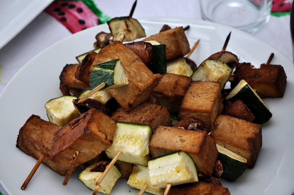 Vegane Tofu-Gemüse-Spieß